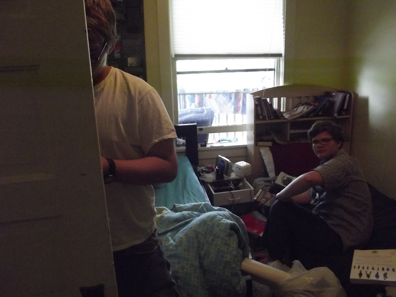 2 teenage boys decluttering a room