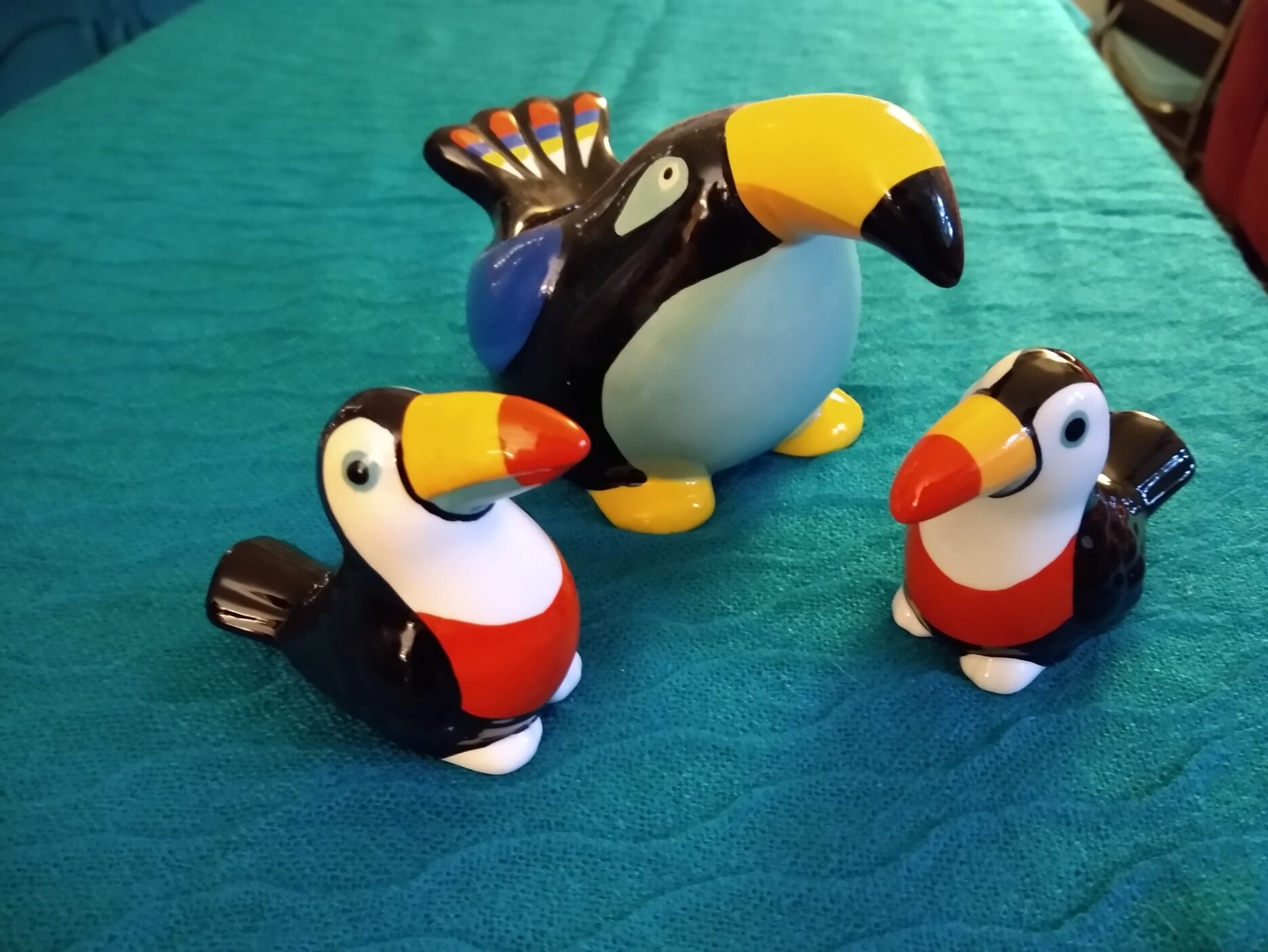 Ceramic toucans